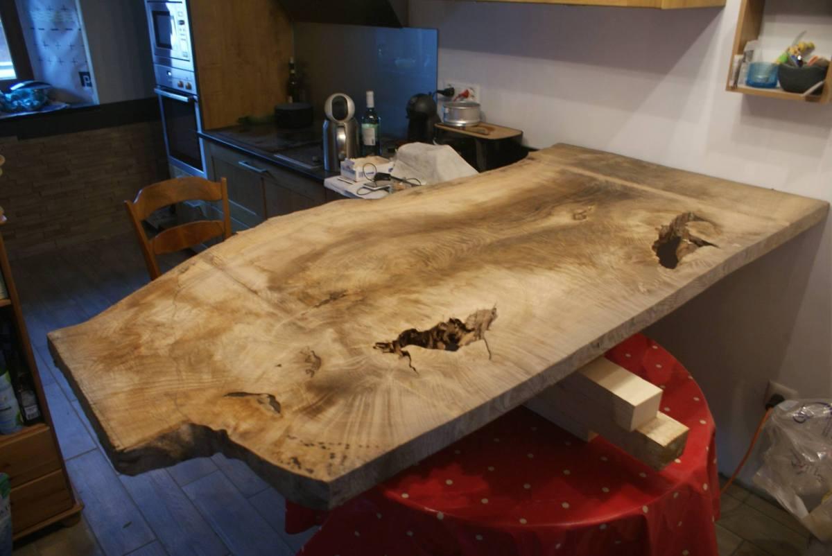 Woodline Anthony Hablot Menuiserie Charpente Val-de-Ruz, Suisse Romande, table rustique sur mesure, table charme, rénovation, érable ondulé