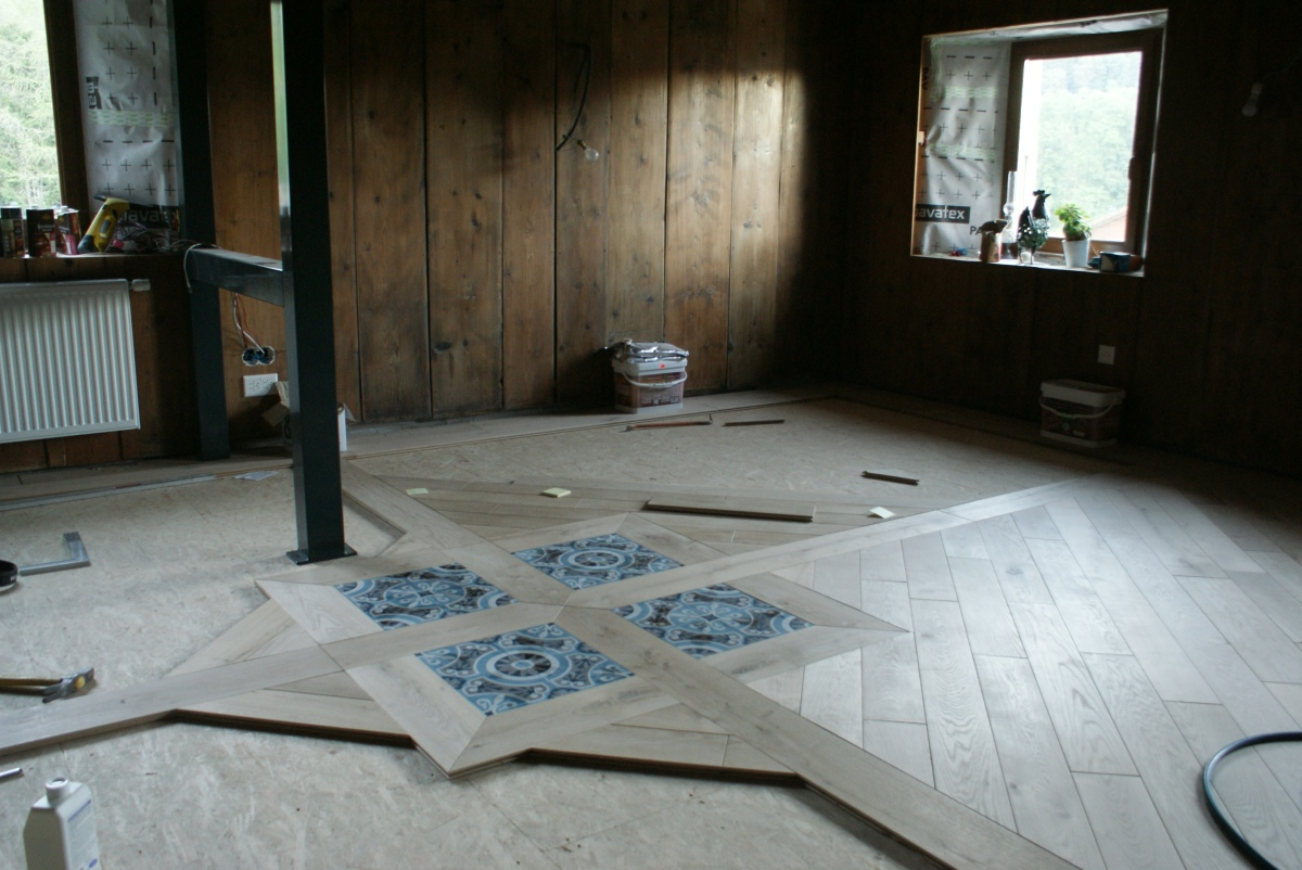 Pose de parquet massif en chêne, Woodline Anthony Hablot, incrustation de carreaux de ciment
