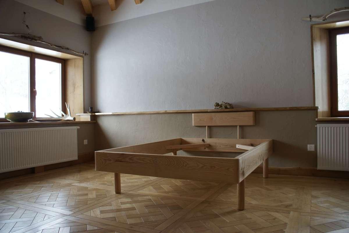 Création sur-mesure d'un lit en frêne massif, Menuisier Charpentier Neuchâtel Val-de-Ruz, Woodline Menuiserie